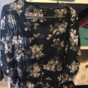 Torrid button down short sleeve floral blouse 2X.